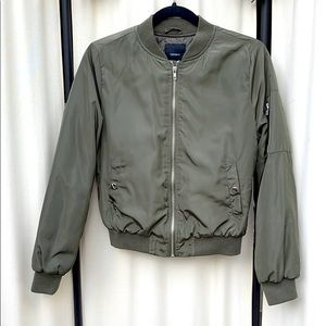 FOREVER 21 - GREEN BOMBER JACKET SIZE SMALL